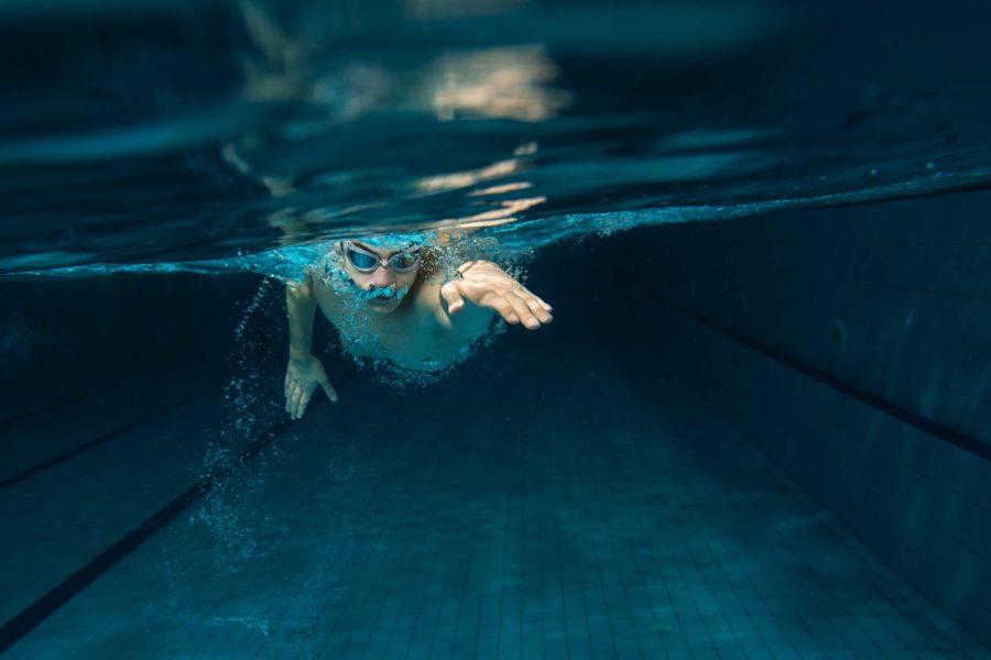 Vols començar la temporada de piscines millorant la teva tècnica en la natació?